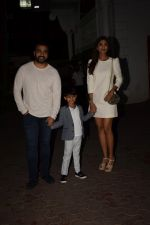 Shilpa Shetty, Raj Kundra & Viaan snapped as they go out for dinner on Viaan_s birthday at juhu on 20th May 2018(19)_5b053e4f763fe.JPG