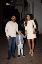 Shilpa Shetty, Raj Kundra & Viaan snapped as they go out for dinner on Viaan_s birthday at juhu on 20th May 2018(22)_5b053ef37bbe7.JPG
