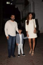 Shilpa Shetty, Raj Kundra & Viaan snapped as they go out for dinner on Viaan_s birthday at juhu on 20th May 2018(24)_5b053ef4df083.JPG