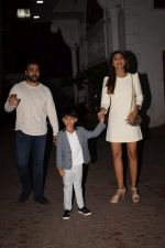 Shilpa Shetty, Raj Kundra & Viaan snapped as they go out for dinner on Viaan_s birthday at juhu on 20th May 2018(25)_5b053e5406f66.JPG