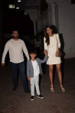 Shilpa Shetty, Raj Kundra & Viaan snapped as they go out for dinner on Viaan_s birthday at juhu on 20th May 2018(26)_5b053ef64f330.JPG