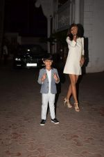 Shilpa Shetty, Raj Kundra & Viaan snapped as they go out for dinner on Viaan_s birthday at juhu on 20th May 2018(27)_5b053e55817a5.JPG