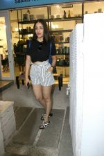 Yami Gautam spotted at Bandra on 20th May 2018 (10)_5b053f14b74d4.JPG