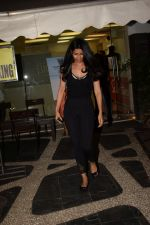 Nimrat Kaur spotted at a salon in juhu on 23rd May 2018 (3)_5b0c0994aa014.JPG