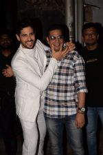 Sidharth Malhotra at Mukesh chhabra_s birthday party on 26th May 2018 (196)_5b0d1107a017a.JPG
