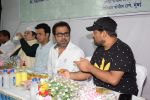 Manoj Bajpayee, Wajid Ali, Anees Bazmee, Javed Jaffrey at Oshiwara police head Subhash khanvilkar_s iftar party on 30th May 2018 (6)_5b0fba6f07177.JPG