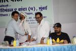 Manoj Bajpayee, Wajid Ali, Anees Bazmee, Javed Jaffrey at Oshiwara police head Subhash khanvilkar_s iftar party on 30th May 2018 (8)_5b0fba8d999c7.JPG
