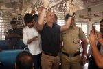 Anupam Kher travelled from CSMT to Bandra by harbour local as he completed 37 years in Mumbai on 2nd June 2018 (23)_5b12a5cbc500a.JPG