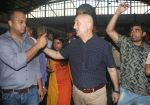 Anupam Kher travelled from CSMT to Bandra by harbour local as he completed 37 years in Mumbai on 2nd June 2018 (25)_5b12a5aaf220c.JPG