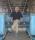 Anupam Kher travelled from CSMT to Bandra by harbour local as he completed 37 years in Mumbai on 2nd June 2018 (39)_5b12a5c2a5604.JPG