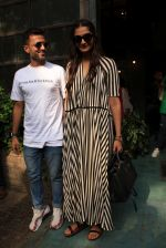 sonam Kapoor and Anand Ahuja spotted at pali vilage cafe on 1st June 2018 (11)_5b1283839dd45.JPG