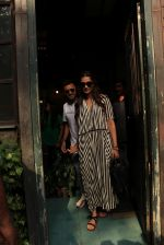 sonam Kapoor and Anand Ahuja spotted at pali vilage cafe on 1st June 2018 (5)_5b12837a18e47.JPG