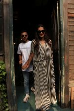 sonam Kapoor and Anand Ahuja spotted at pali vilage cafe on 1st June 2018 (6)_5b12837be576e.JPG