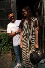 sonam Kapoor and Anand Ahuja spotted at pali vilage cafe on 1st June 2018 (8)_5b12837fcc7e4.JPG