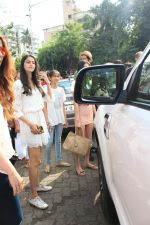 Ananya pandey, Ahaan Panday,Chunky Pandey and Family Spotted at Bandra on 3rd June 2018 (11)_5b14dabe6d1f0.JPG