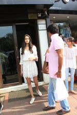 Ananya pandey, Ahaan Panday,Chunky Pandey and Family Spotted at Bandra on 3rd June 2018 (4)_5b14dab9d879c.JPG