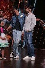 Saqib Saleem Promote Race 3 Film On Sets Of Dance India Dance Li_l Masters on 4th June 2018 (5)_5b162ef500e94.JPG