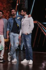 Saqib Saleem Promote Race 3 Film On Sets Of Dance India Dance Li_l Masters on 4th June 2018 (8)_5b162ef934e2f.JPG