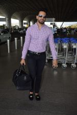 Upen Patel Spotted At Airport on 4th June 2018 (11)_5b162ef451b20.JPG