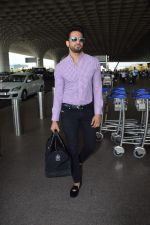 Upen Patel Spotted At Airport on 4th June 2018 (5)_5b162ee3bb975.JPG