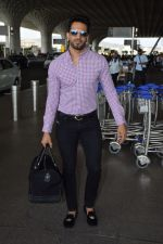 Upen Patel Spotted At Airport on 4th June 2018 (8)_5b162eec49a67.JPG