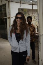 Daisy Shah Spotted At Sunny Sound Juhu on 6th June 2018 (1)_5b18d4034b217.JPG