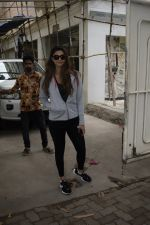 Daisy Shah Spotted At Sunny Sound Juhu on 6th June 2018 (2)_5b18d405c504f.JPG