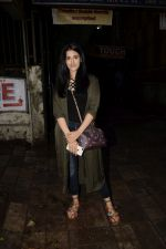 Nupur Sanon spotted at kromakey juhu on 7th June 2018 (2)_5b1a459c150bb.JPG
