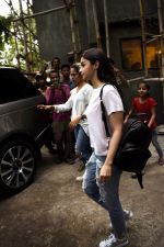 Alia Bhatt spotted at Kromakay salon in juhu on 12th June 2018 (1)_5b20b4d61d7c8.jpg