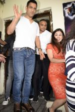 Mahendra Singh Dhoni at the Screening of Race 3 in pvr juhu on 12th June 2018 (24)_5b20bd2953cba.JPG
