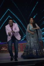 Govinda, Madhuri Dixit on the sets of Colors dance realty show Dance Deewane in filmcity on 13th June 2018 (13)_5b2205190dbc2.JPG