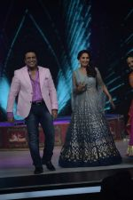 Govinda, Madhuri Dixit on the sets of Colors dance realty show Dance Deewane in filmcity on 13th June 2018 (14)_5b2205615a88e.JPG