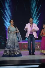 Govinda, Madhuri Dixit on the sets of Colors dance realty show Dance Deewane in filmcity on 13th June 2018 (21)_5b2205643ca32.JPG