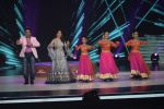 Govinda, Madhuri Dixit on the sets of Colors dance realty show Dance Deewane in filmcity on 13th June 2018 (25)_5b2205676b7b3.JPG