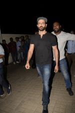 Hrithik Roshan with Family spotted at PVR juhu on 13th June 2018 (18)_5b22055cb406a.JPG
