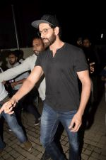 Hrithik Roshan with Family spotted at PVR juhu on 13th June 2018 (22)_5b2205629662b.JPG