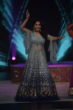 Madhuri Dixit on the sets of Colors dance realty show Dance Deewane in filmcity on 13th June 2018 (8)_5b22057464d2d.JPG
