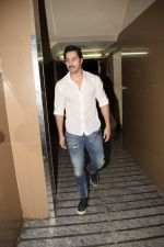 Varun Dhawan spotted at PVR juhu on 13th June 2018 (3)_5b220601e0768.JPG