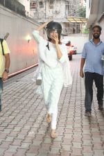 Rhea Chakraborty spotted at bandra on 14th June 2018 (4)_5b23368ee128a.JPG