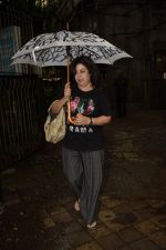Farah Khan spotted at Kromakay salon in juhu on 16th June 2018 (6)_5b27583974b27.JPG