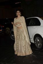 Mouni Roy at Arpita Khan_s Eid party at her residence in bandra on 16th June 2018 (9)_5b275f8ed7b15.JPG