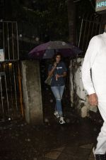 Shweta Bachchan spotted at kromakay salon in juhu on 16th June 2018 (2)_5b275856a5e2d.JPG