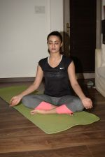 Surveen Chawla doing yoga on the eve of World Yoga Day at her andheri house on 20th June 2018 (1)_5b2b438f58992.JPG