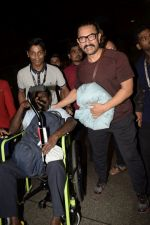 Aamir Khan spotted at the internation airport in mumbai on 21st June 2018 (1)_5b2c99be3173a.JPG