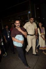 Aamir Khan spotted at the internation airport in mumbai on 21st June 2018 (5)_5b2c99c58a3ed.JPG