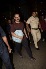 Aamir Khan spotted at the internation airport in mumbai on 21st June 2018 (6)_5b2c99c74f077.JPG