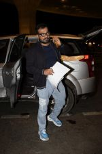Anurag Kashyap leaving for IIFA at international airport in mumbai on 21st June 2018 (35)_5b2c99ee95d4f.JPG