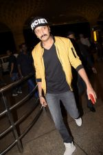 Riteish Deshmukh leaving for IIFA at international airport in mumbai on 21st June 2018 (17)_5b2c9a88e3513.JPG