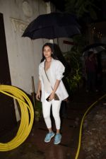 Sonal Chauhan spotted at juhu on 23rd June 2018 (2)_5b2f9047f238f.JPG