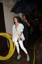 Sonal Chauhan spotted at juhu on 23rd June 2018 (5)_5b2f904d4fa91.JPG